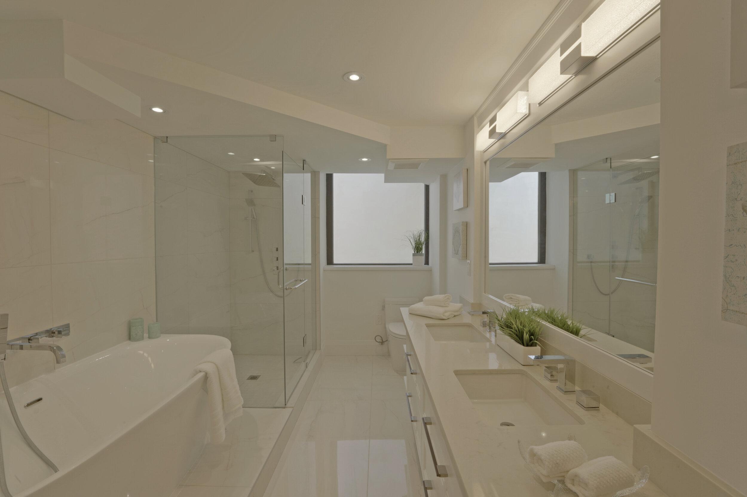 12 - Master Bath 1 - DSC00512_3_4_5_6.jpg