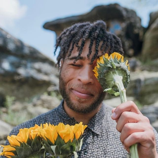 What are the downsides to being creative? 🤔 ⠀⠀⠀⠀⠀⠀⠀⠀⠀ Photog: @cathalyse⠀⠀⠀⠀⠀⠀⠀⠀⠀ Model: @kingsleyibeneche ⠀⠀⠀⠀⠀⠀⠀⠀⠀ .⠀⠀⠀⠀⠀⠀⠀⠀⠀ .⠀⠀⠀⠀⠀⠀⠀⠀⠀ .⠀⠀⠀⠀⠀⠀⠀⠀⠀ .⠀⠀⠀⠀⠀⠀⠀⠀⠀ .⠀⠀⠀⠀⠀⠀⠀⠀⠀ #black #creatives #art #flowers #photography #man #natural #hair #hair