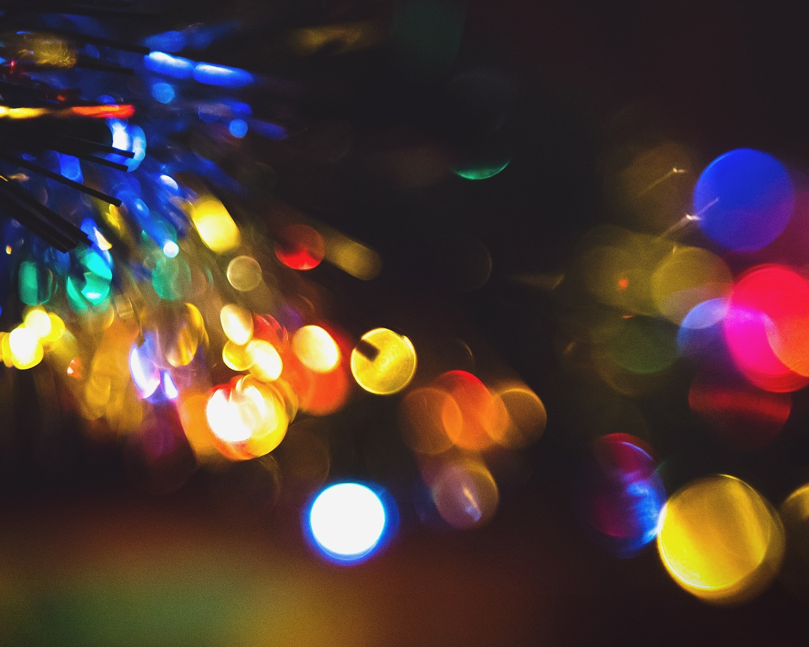 light-932340_1920.jpg