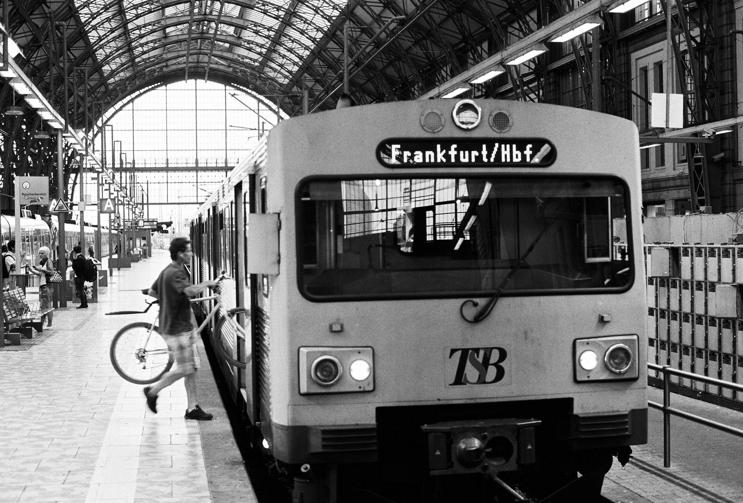 Timeless train, Frankfurt HbF