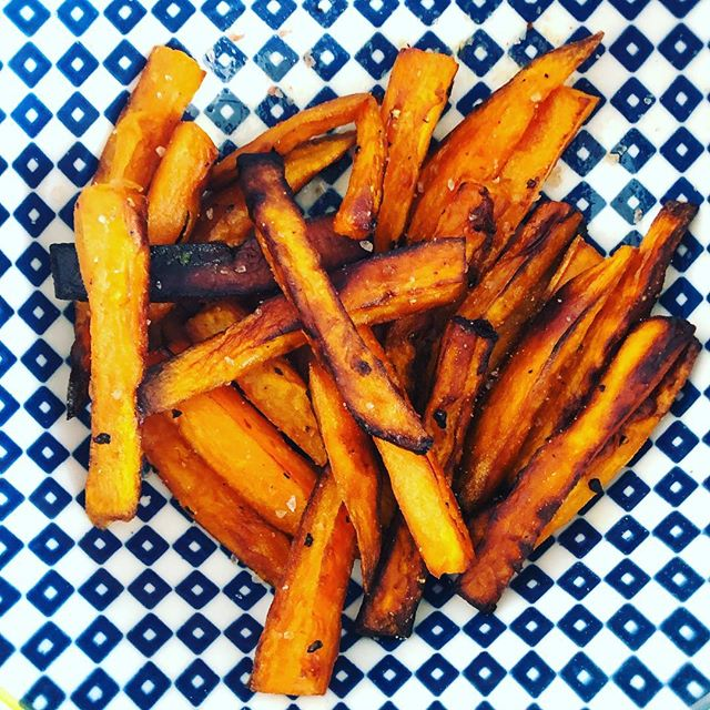 TREAT YOURSELF // A beautiful friend of mine @wylder_naturopathic_medicine said to me treat yourself! We are both lovers of chippies esp sweet potato ones 😋🍠 I was feeling a little under the weather so she said have something yummy to look forward to in your day. So today I whipped up these sweet potato chippies cooked in coconut oil in the fry pan sprinkled with pink salt - easy 5 mins and viola! Delish!! How are you treating yourself today? . . . . . #mandalahealing #naturopath #friendlove #scarboroughwa #womenswellness #soul #life #happyhormones #mumsandbubs #healthiswealth #naturalhealth #herbalist #mama #herbs #emotionwellbeing #nutrition #happymind #alternativemedicine #guthealth #bliss #wellness #glutenfree #powerofnature #menshealth #gloriousfood #universe #courage