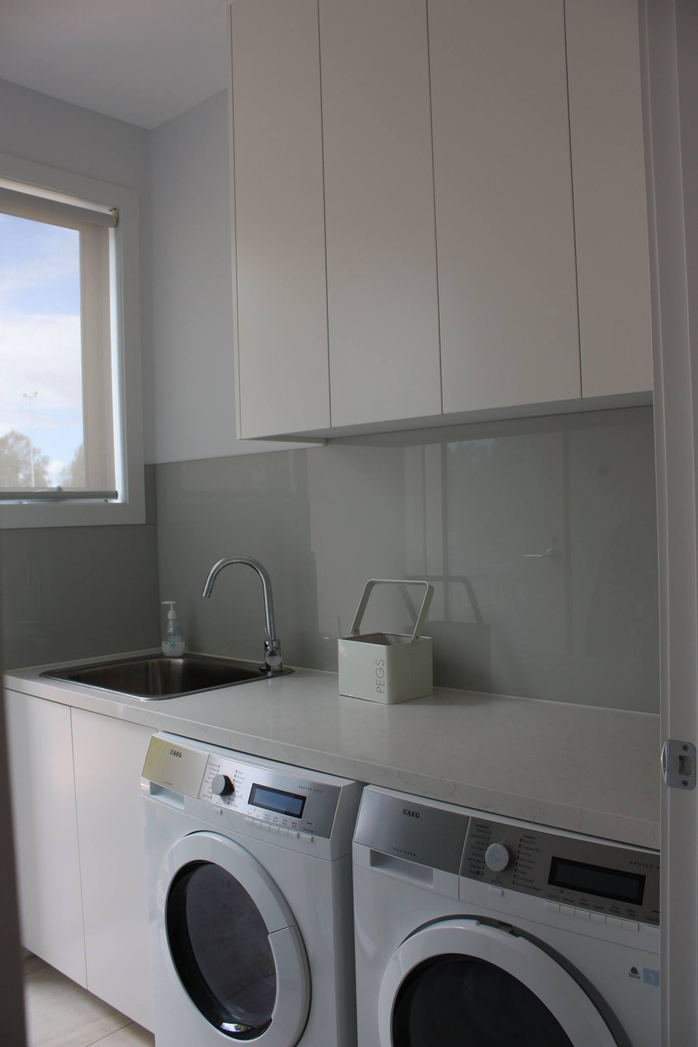 Scandi-White-Laundry.jpg