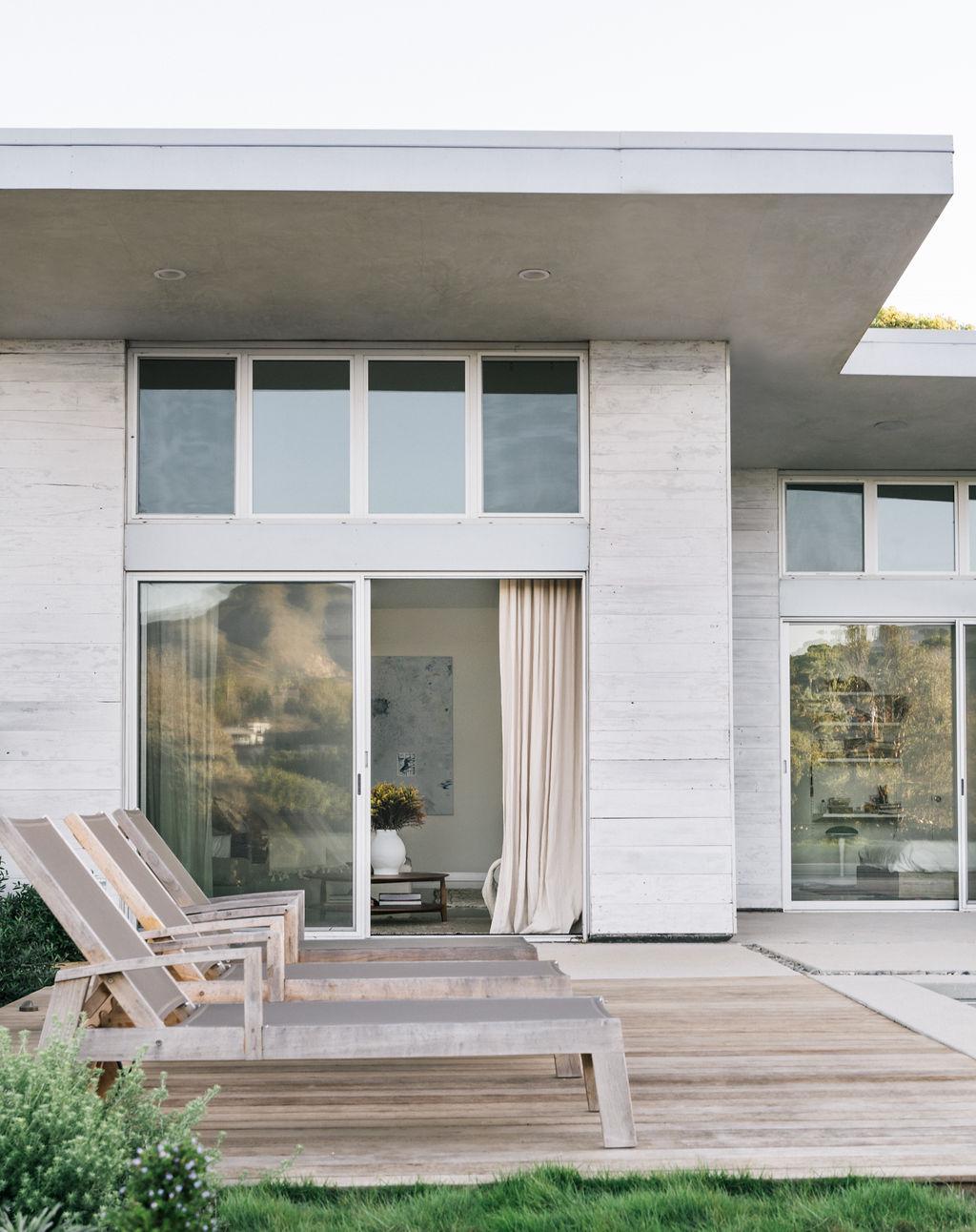 Malibu Modern Farmhouse by Burdge & Associates Architects in Malibu, California.  #home #architecture #house #homeinspo #homedesign
