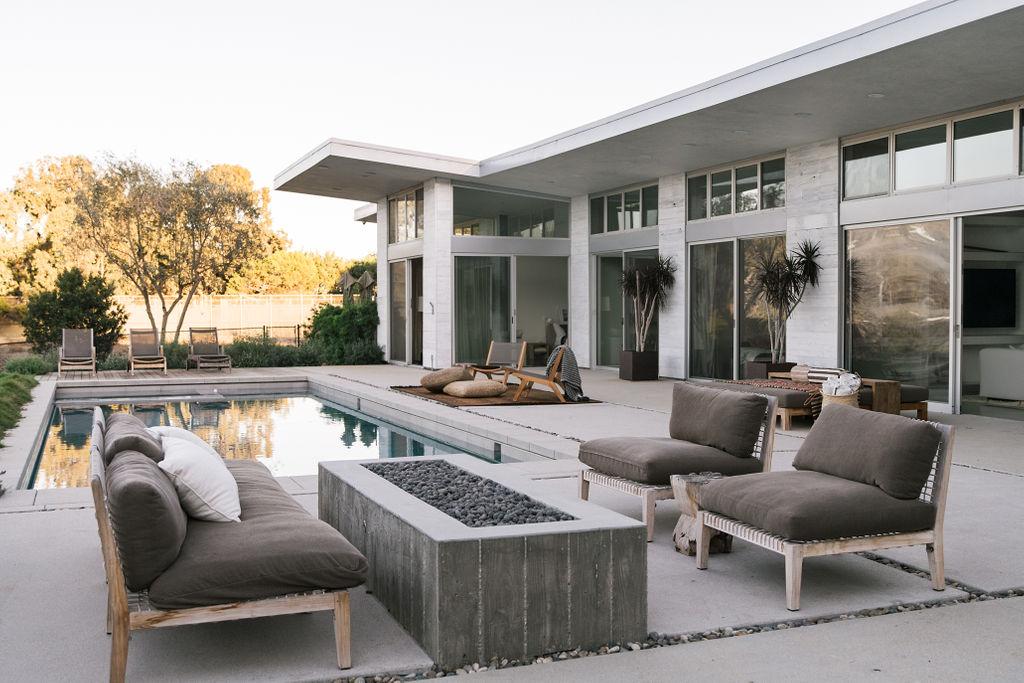 Malibu Modern Farmhouse by Burdge & Associates Architects in Malibu, California.  Outdoor Kitchen. #home #architecture #house #homeinspo #homedesign #outdoorkitchen #outdoordecor #outdoorfirepit #firepit #garden #gardening #veggiegarden #pool