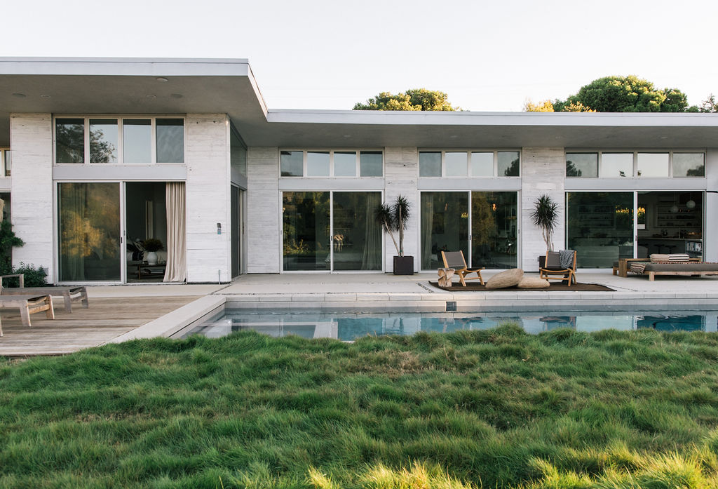 Malibu Farm House - Situated in picturesque Point Dume, this modern farmhouse is the home of Malibu Farm Restaurant owner, Helene Henderson. To read Domino Magazine's interview with Helene, click here.