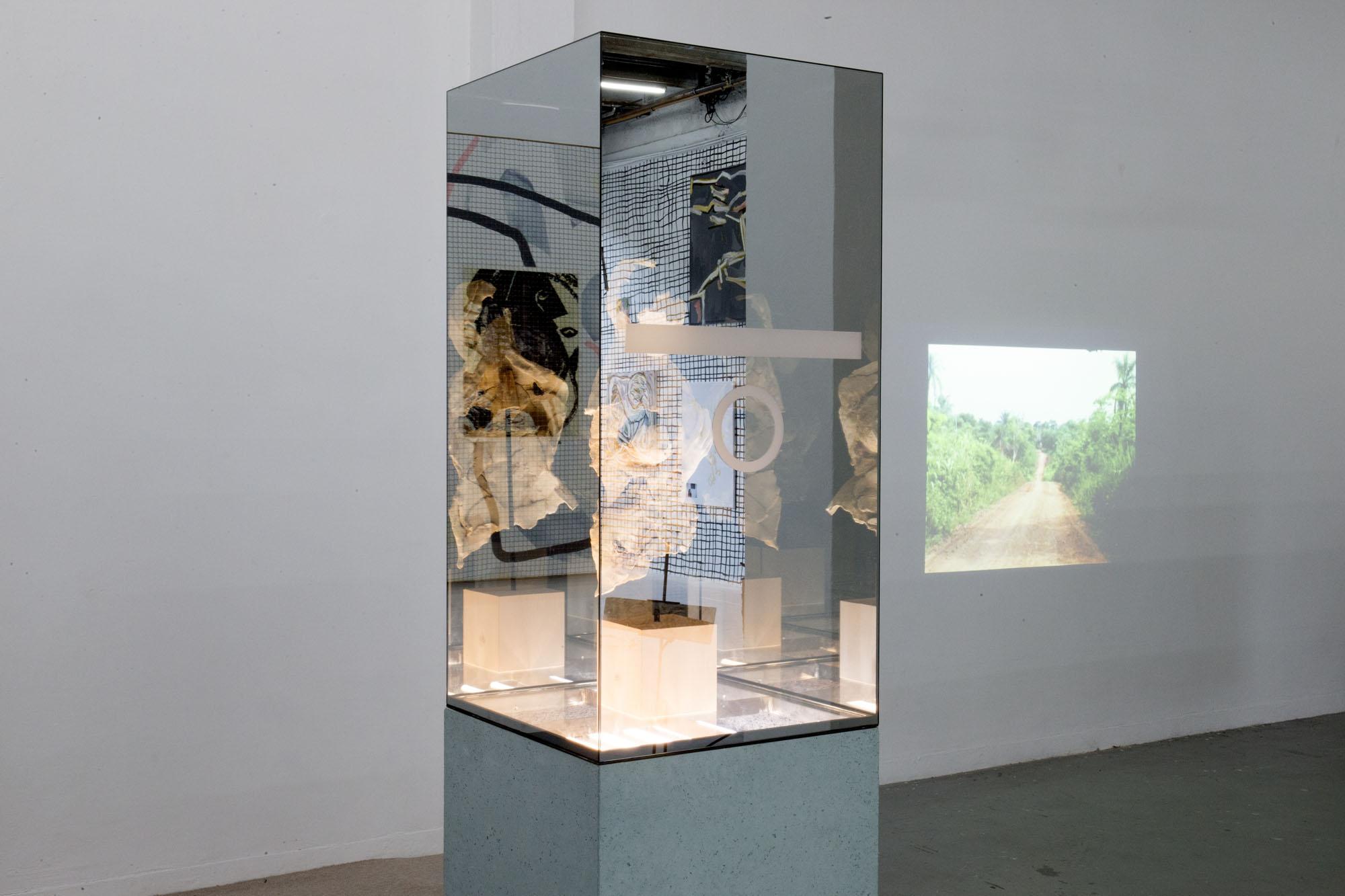 20_Quart d'heure américain - heiwata - Mains d'Oeuvres - Exhibition views.jpg