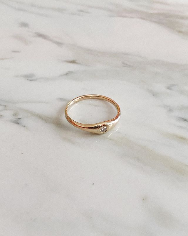 The Oasis Solitaire - a 2.5mm recycled diamond nestled right into a solid 14k gold band 💫 Make sure to sign up for my mailing list via the link in my bio for updates on when my new line is dropping at the end of the summer 🌞 there might even be a secret discount code sent for those who sign up ⚡️