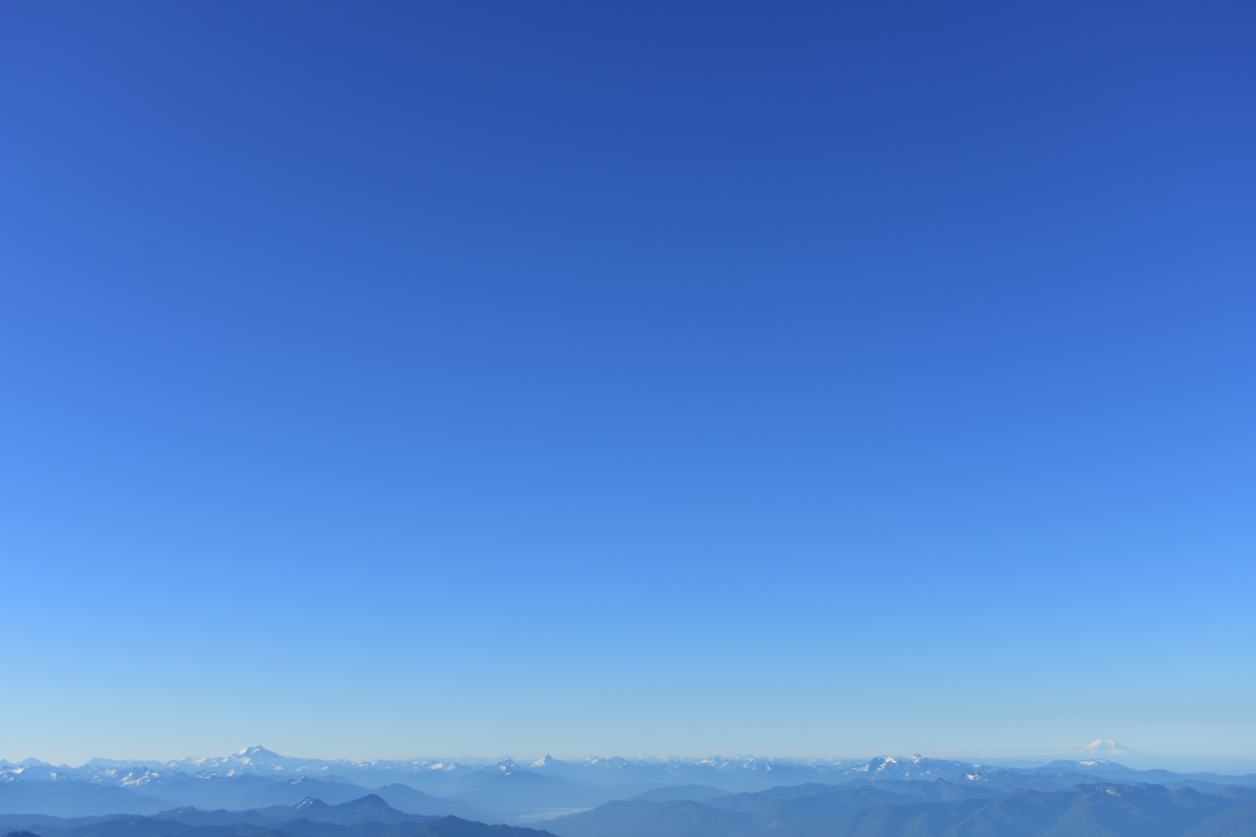 HOT  Looking out over the North Cascades from Rainier
