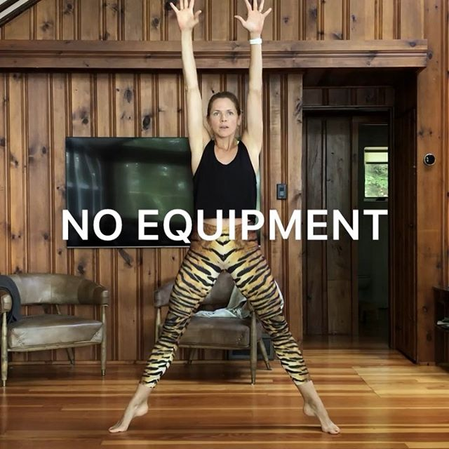 I'm off to Toronto today to visit some family and friends! 🇨🇦❤️#homesweethome But first, here's a tiger workout 🐯 no equipment needed! . 💪🏻Try each move for 12 reps and go for 4 rounds! . 💫TIP: You don't need to run and hop around to get a cardio burn!  When you use your whole body like this (up/down/side to side/arms/legs....) you're working hard against gravity and making the most of your workout 💦so get creative and just move! . ✅Always consult your doctor before starting a new exercise program, especially when pregnant . . . . . . . . . . . . . . . . . . #makeitworkmomma #athomeworkout #workoutanywhere #homeworkout #fullbodyworkout #totalbodyworkout #womensfitness #womenshealth #lowimpactworkout #LIIT #fitmomsofig #homeworkout  #fitmom #excercisevideo #homeworkouts_4u  #fithealthyworkouts #thesweatlife  #homeexercises #corestrength  #nogymworkout #fitnessathome #gununegzersizi