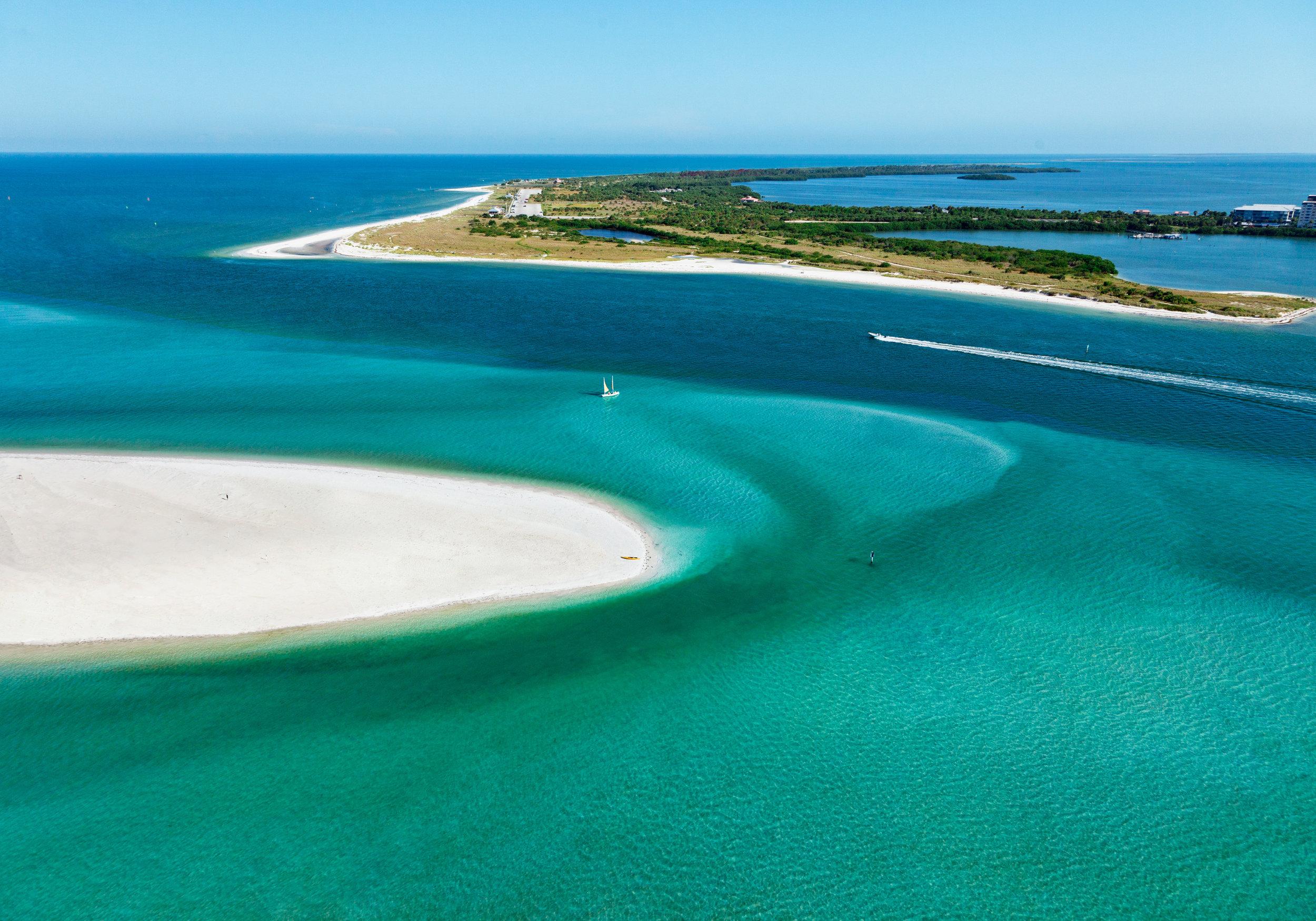 Caladesi_Island_State_Park_(l)_and_Honeymoon_Island_State_Park_(r).jpg