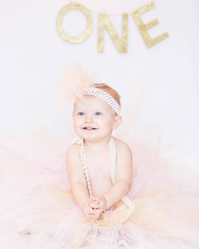 This seems like my end of the year tradition! As a photographer I wouldn't have it any other way! I can't wait to share my new photography path for 2019! It will involve more families, children, and possibly weddings! Swipe to see how small Brie was last nye! Be great and live your best life all 2019! #chantalphoto