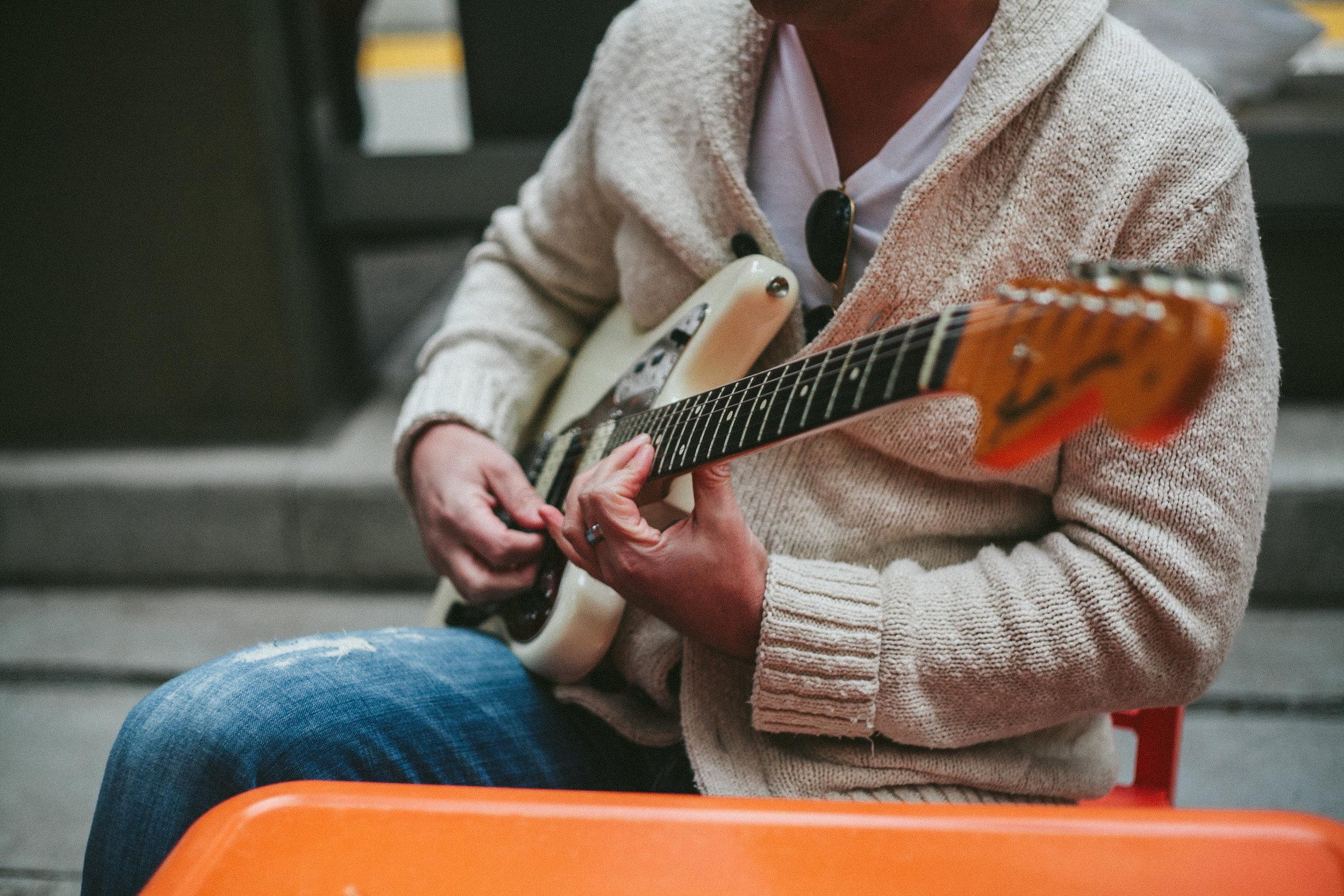 Sergio Gaetani Plays his Fender Jaguar