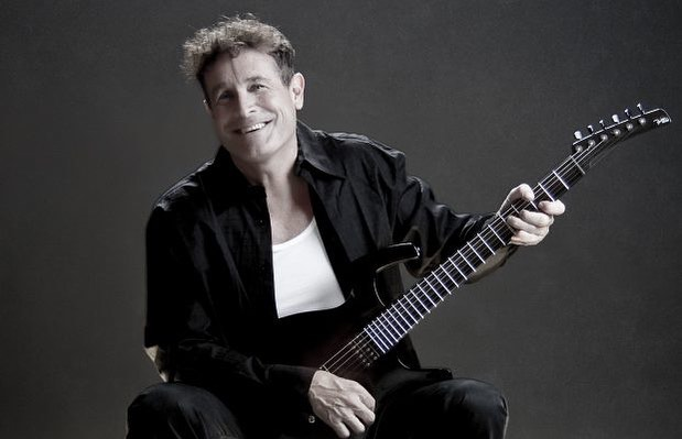 A very sad time for South African music. Legends never live forever. May your rest in peace, #JohnnyClegg. 🌈 📷: File/Unknown