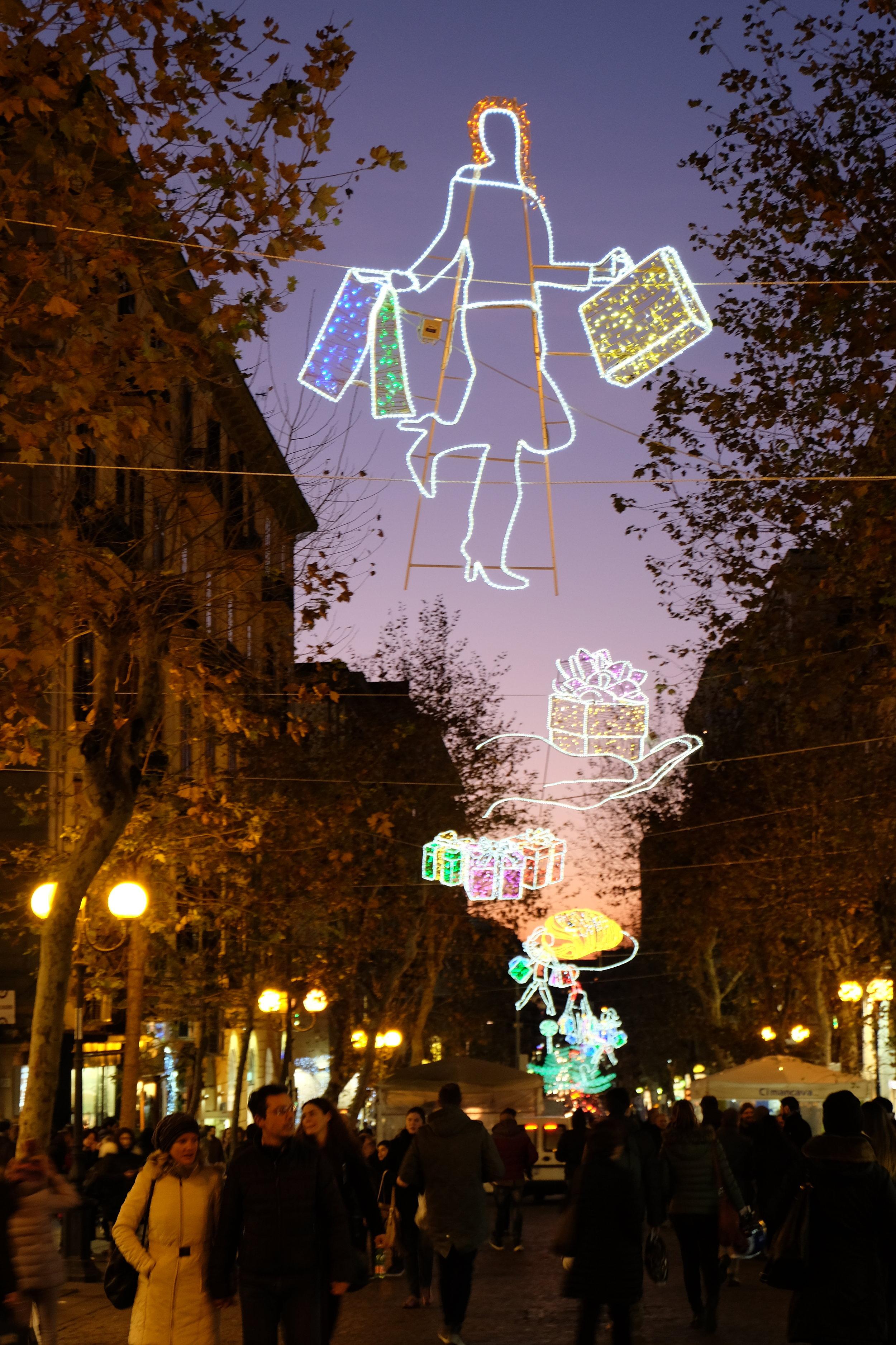 Shopping and lights in via Scarlatti, Vomero.