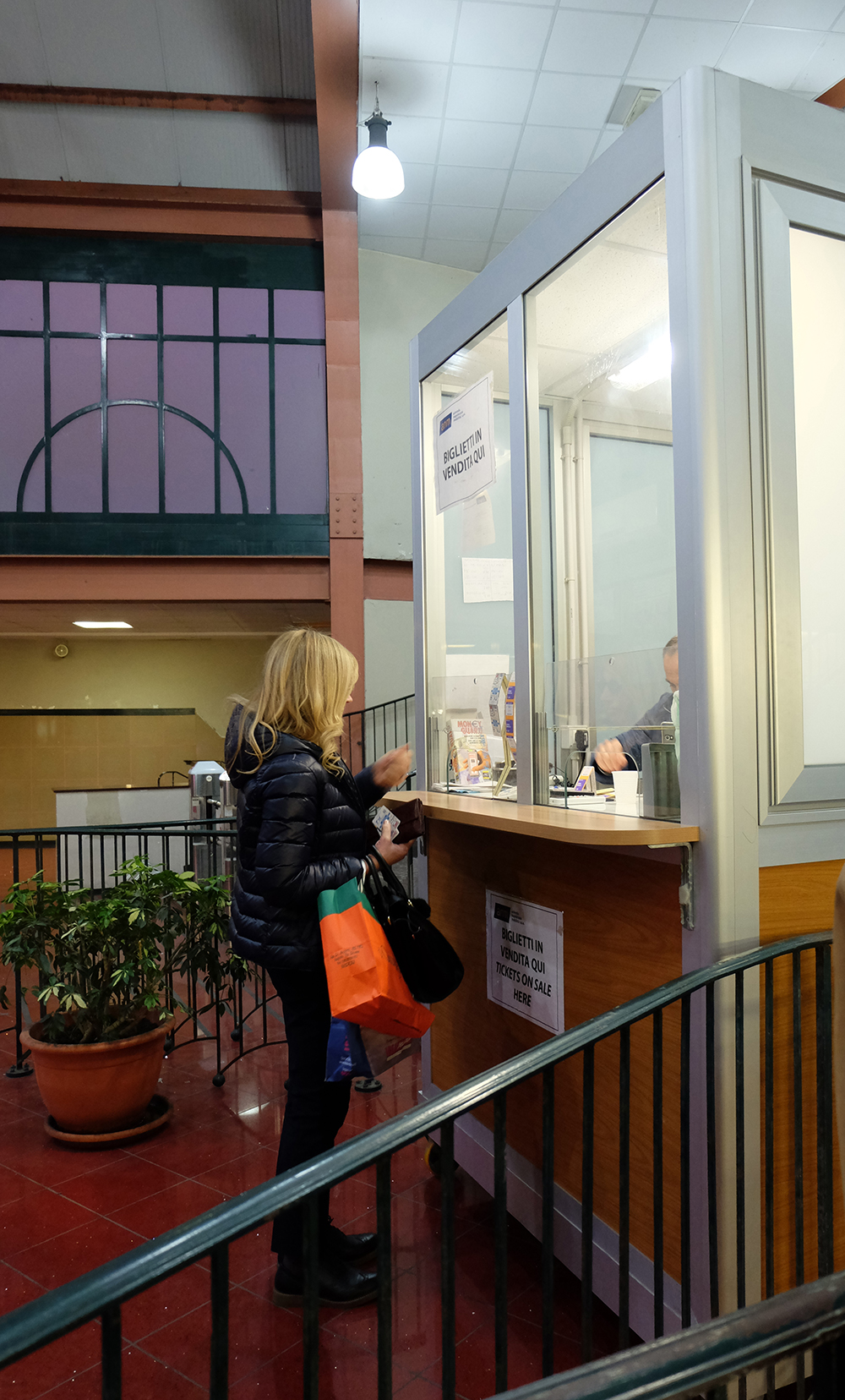 Ticket desk at the funicolare of Chiaia, in Cimarosa station.