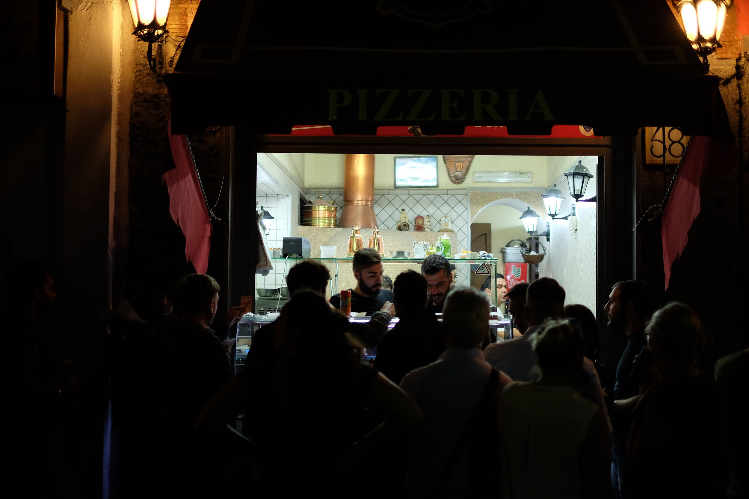 Pizza take away at Pizzeria I Decumani, Via dei Tribunali, 58, 80138 Napoli