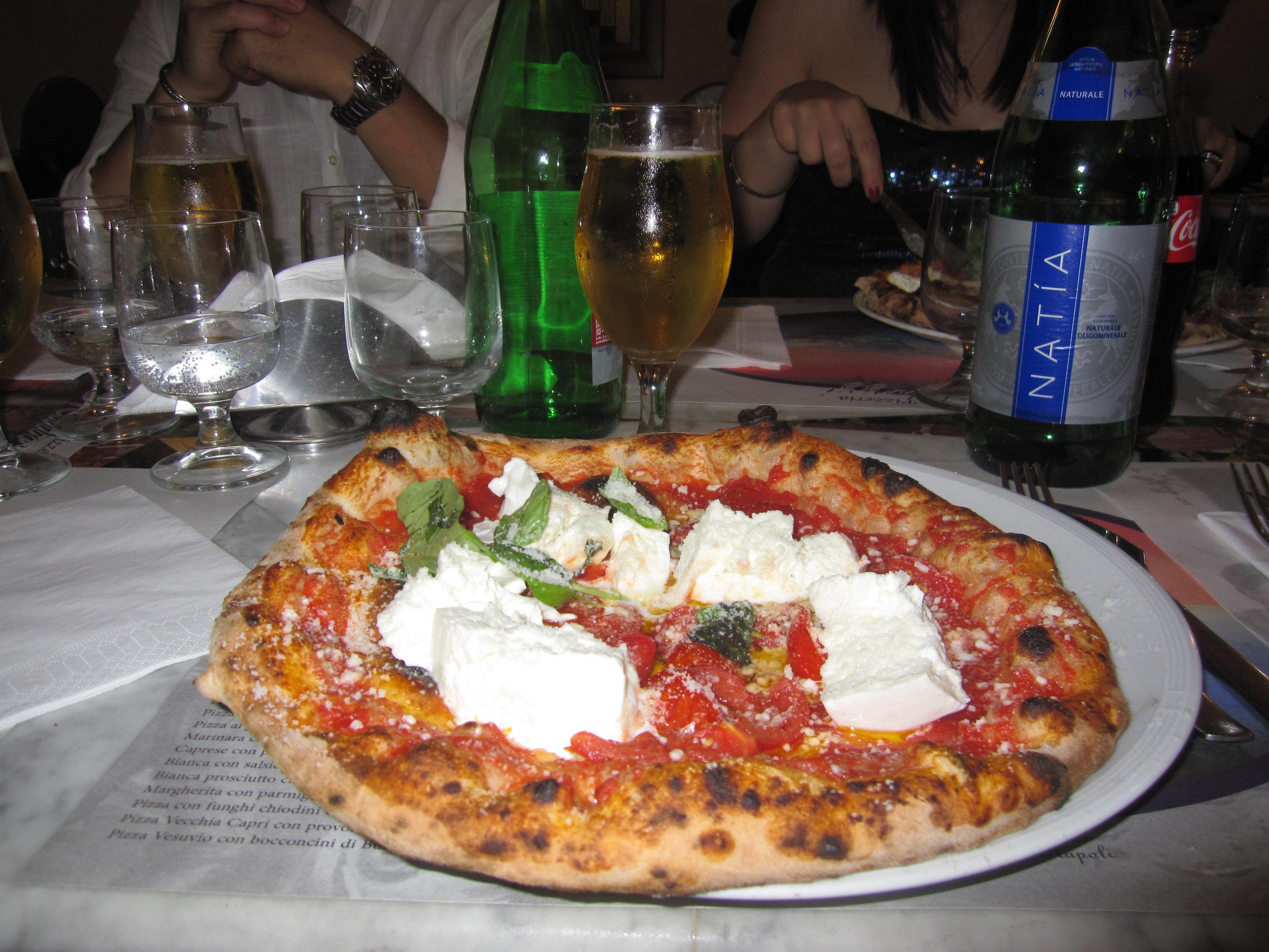 Pizzeria Mattozzi, via  V. Filangieri, 16, 80121.