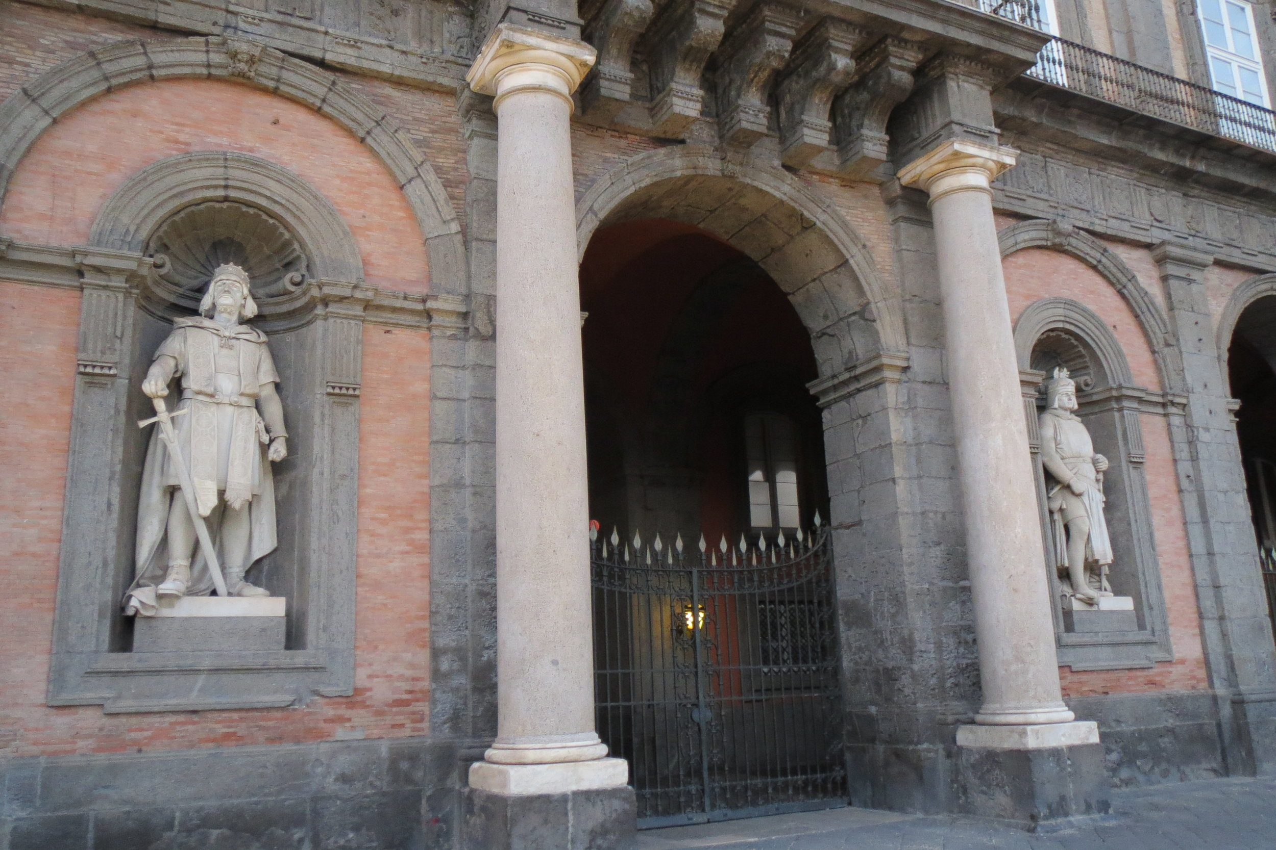 The niches with statues of the Kings of Napoli on the main façade in Piazza Plebiscito.