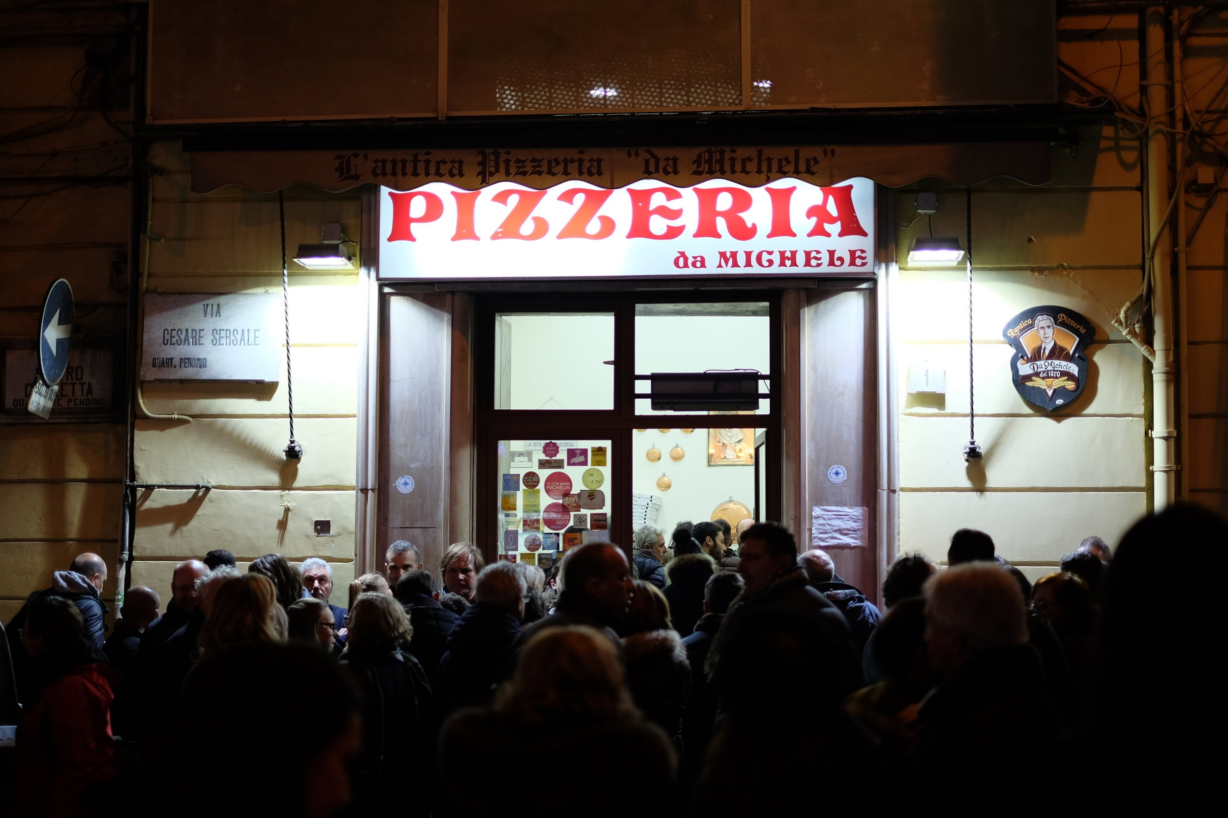 NAPOLI  - Antica Pizzeria da Michele,Via Cesare Sersale 1, 80139 Napoli.