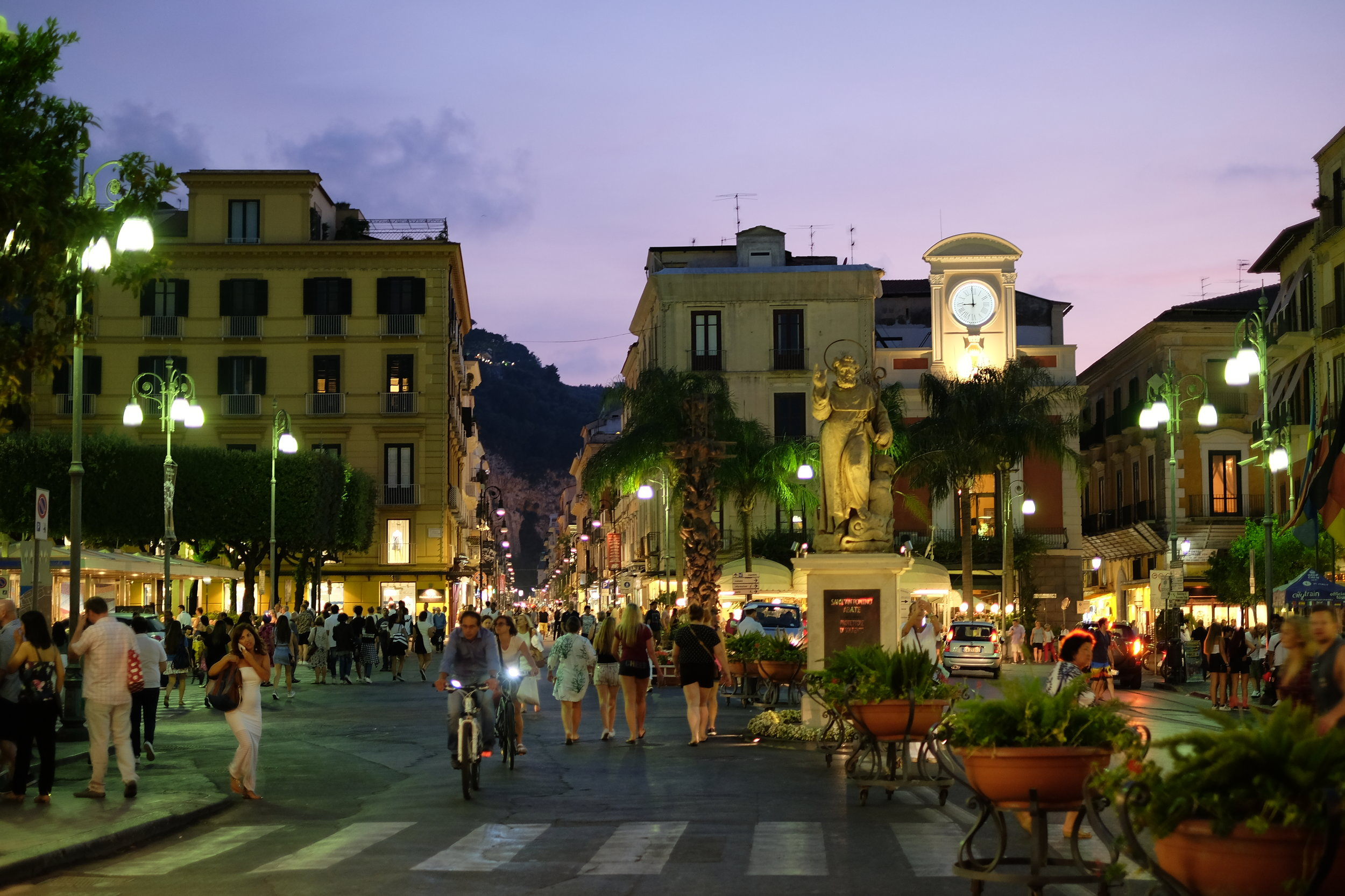Night life in the centre of Sorrento: Piazza Tasso.