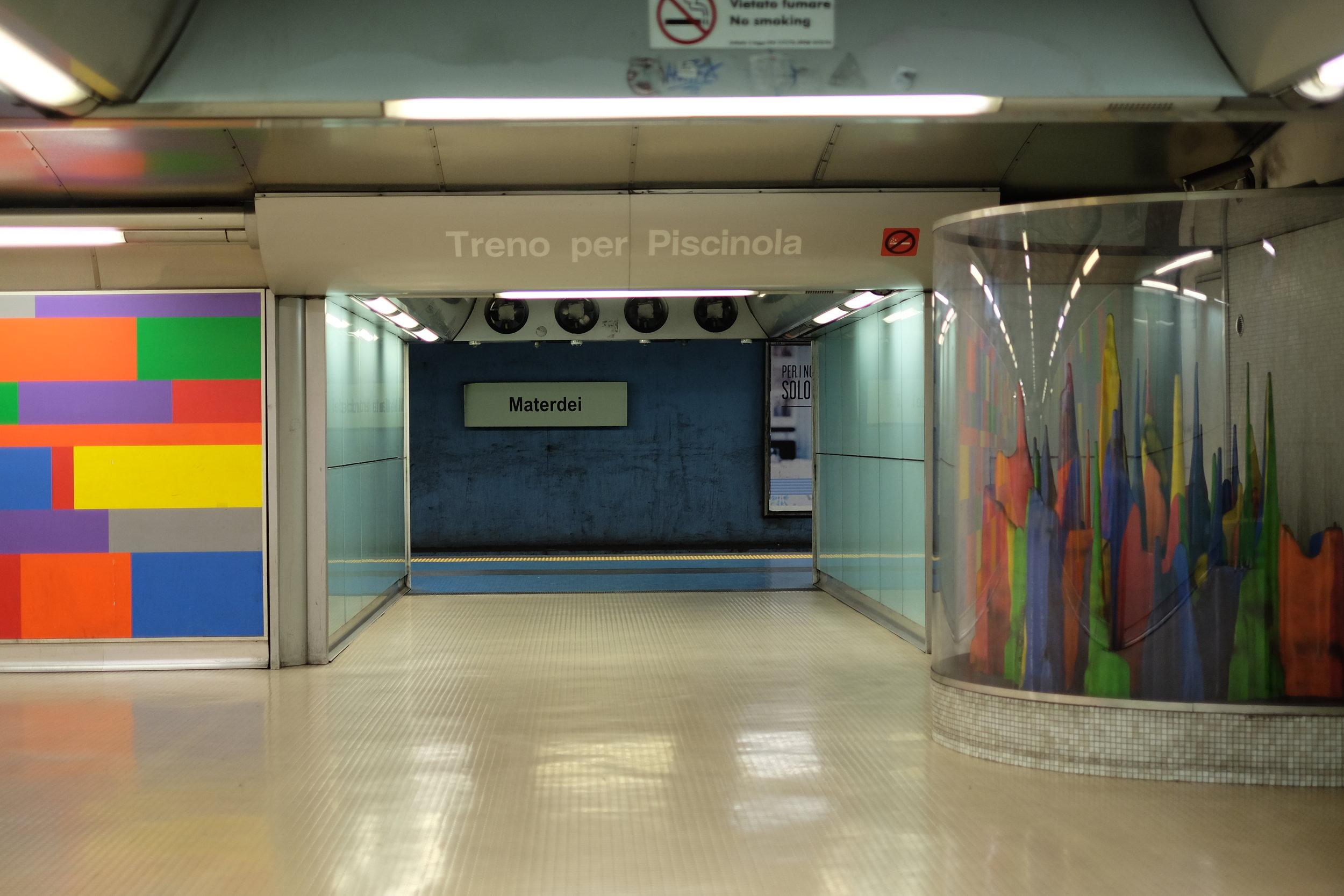 Materdei station platform.