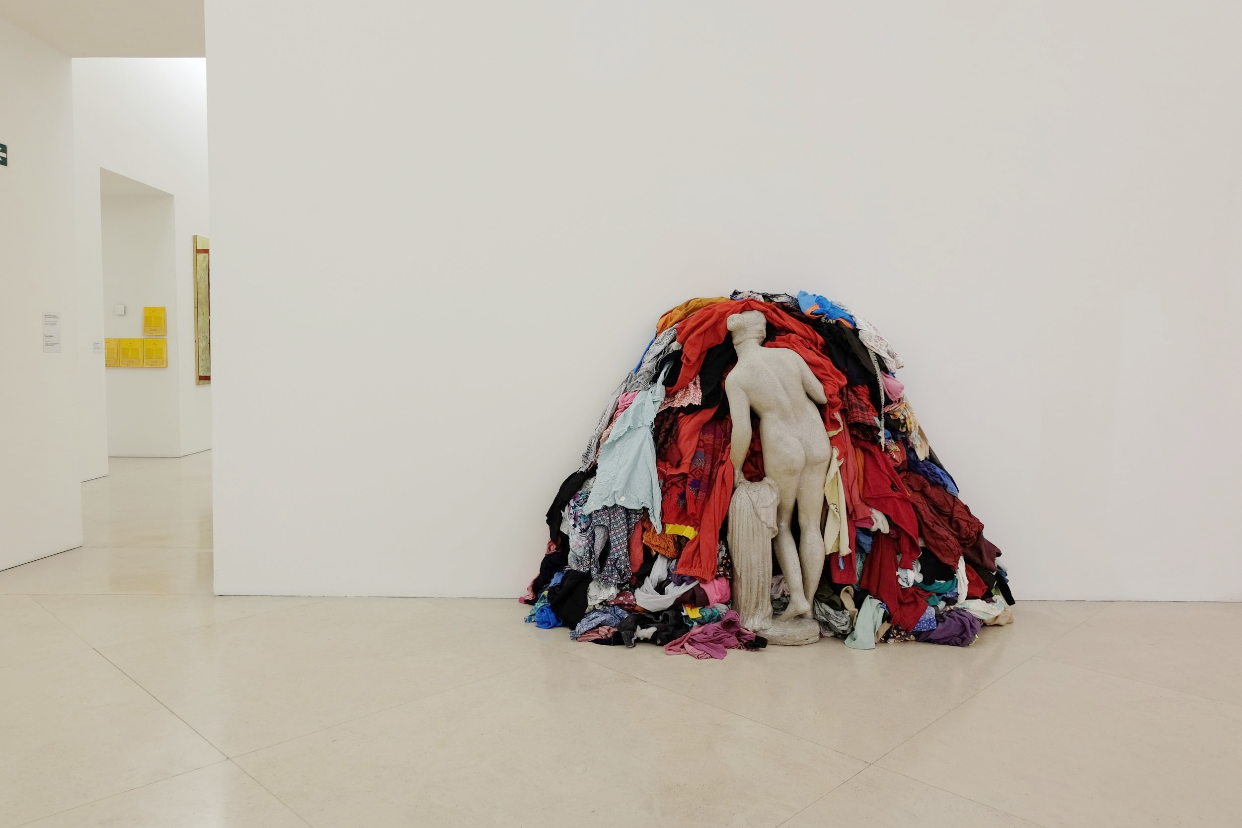 The famous installation by Michelangelo Pistoletto,  Venus of the Rags , 1967.