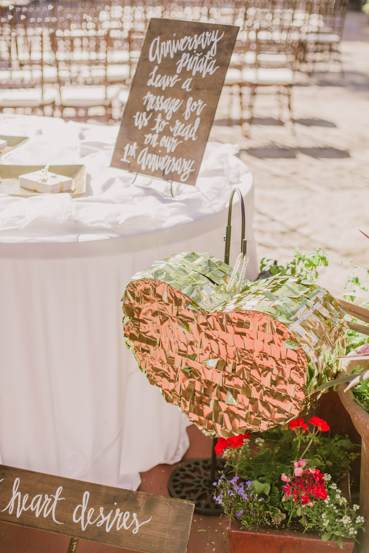 Pinata-wedding-Guestbook-creative-ideas.jpg