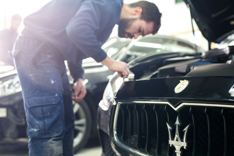Maserati-bodyshop-in-London.jpg