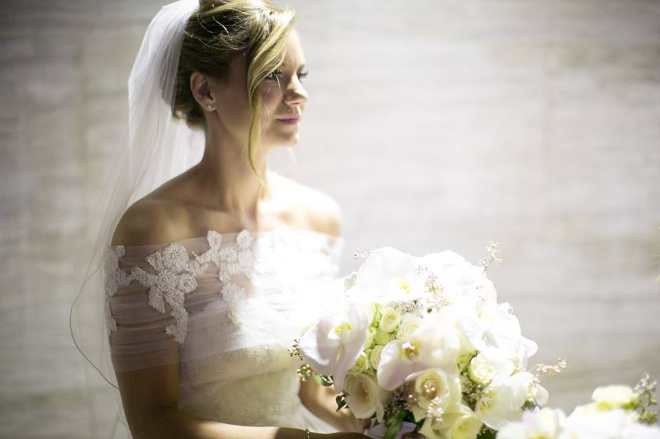 Love this stunning image of the bride to be before the ceremony.