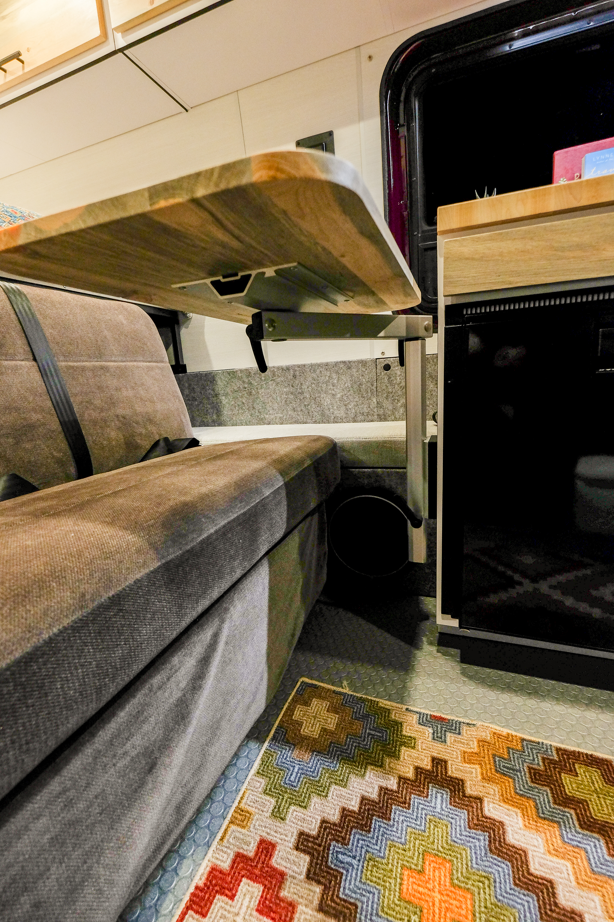 When not in use, the table leg and top can be collapsed, and conveniently tucked away.