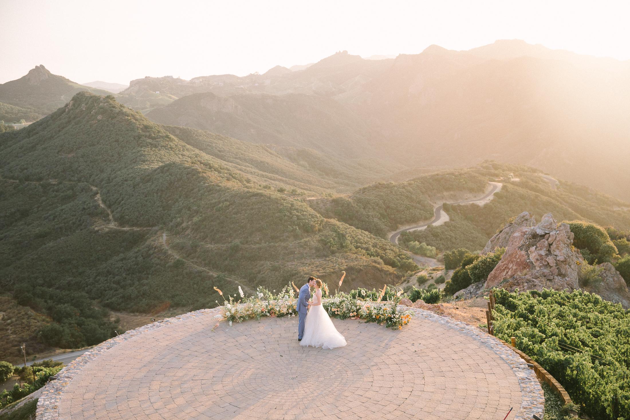 Ellen-Ashton-Photography-California-Wedding-Photographer-Malibu-Rocky-Oaks-Weddings-girt-and-gold19.jpg