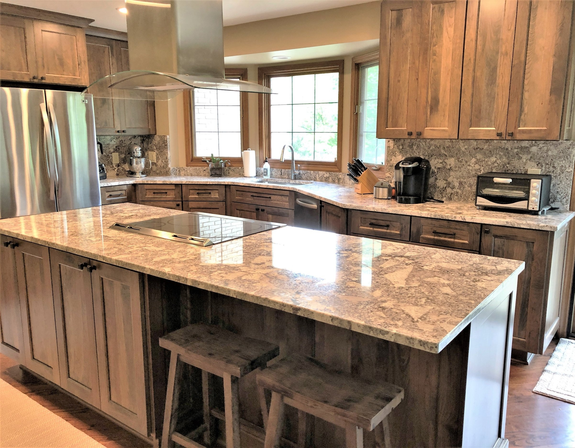 Design & Remodel - With in-house labor & project managers, our installation process offers you high-end finishes for your interior home renovation. Our skilled labor assures your dream home renovation is achievable.