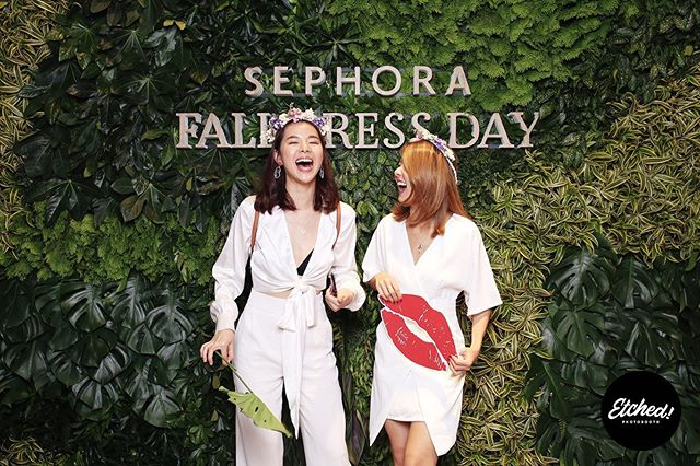 This time last year, we had the lovely opportunity to spend an afternoon with @sephorasg for Fall Press Day and got to hang with some familiar faces at the photo booth! 🍁🍂 ⠀⠀⠀⠀⠀⠀⠀⠀⠀ Head on to our gallery to see what we've been up to! (link in bio) #etchedphotobooth #getetched