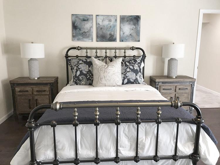 Nice Metal Bed adj.jpg