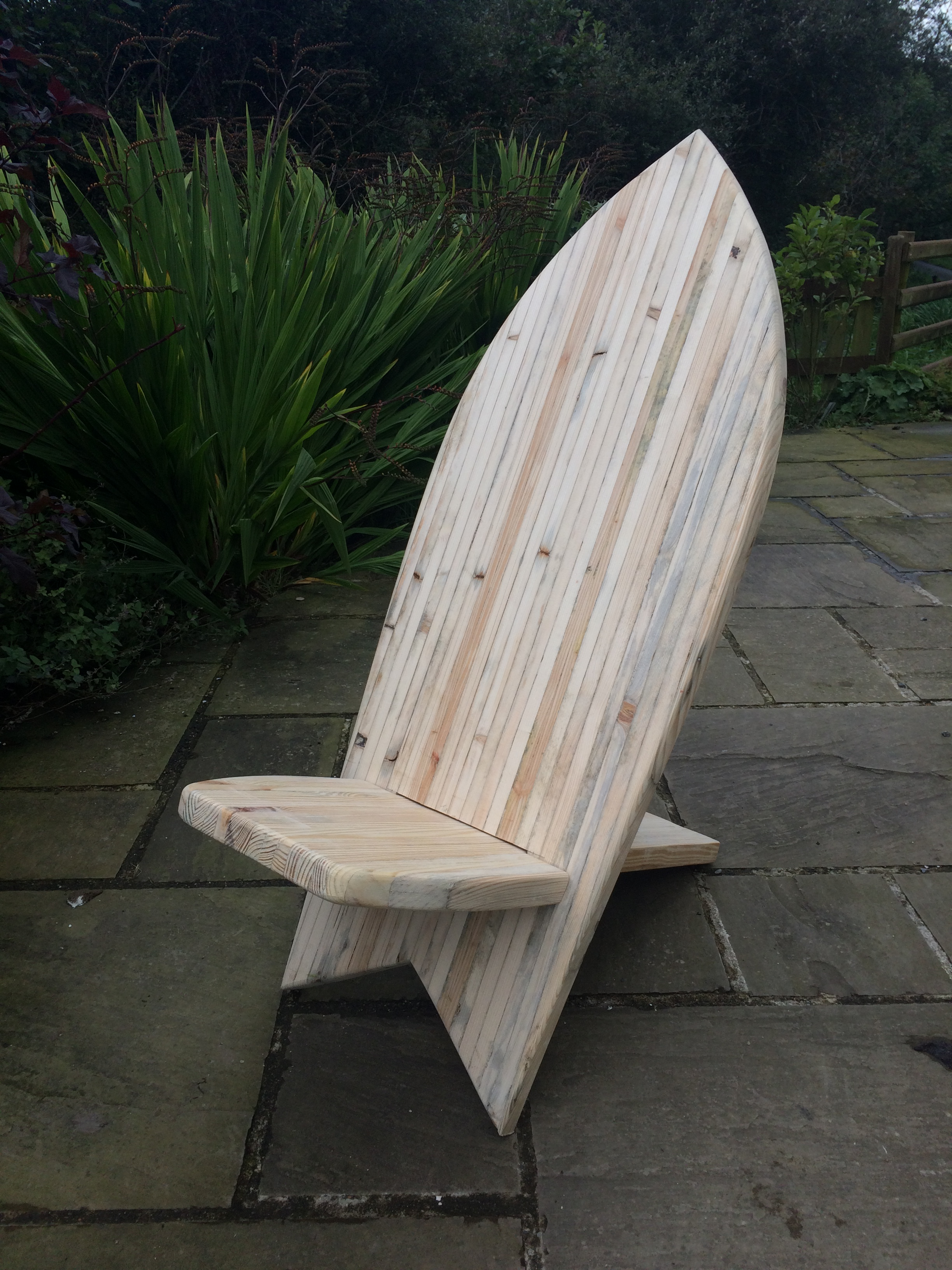 The Layback Chair - surfboard chair made from pallets