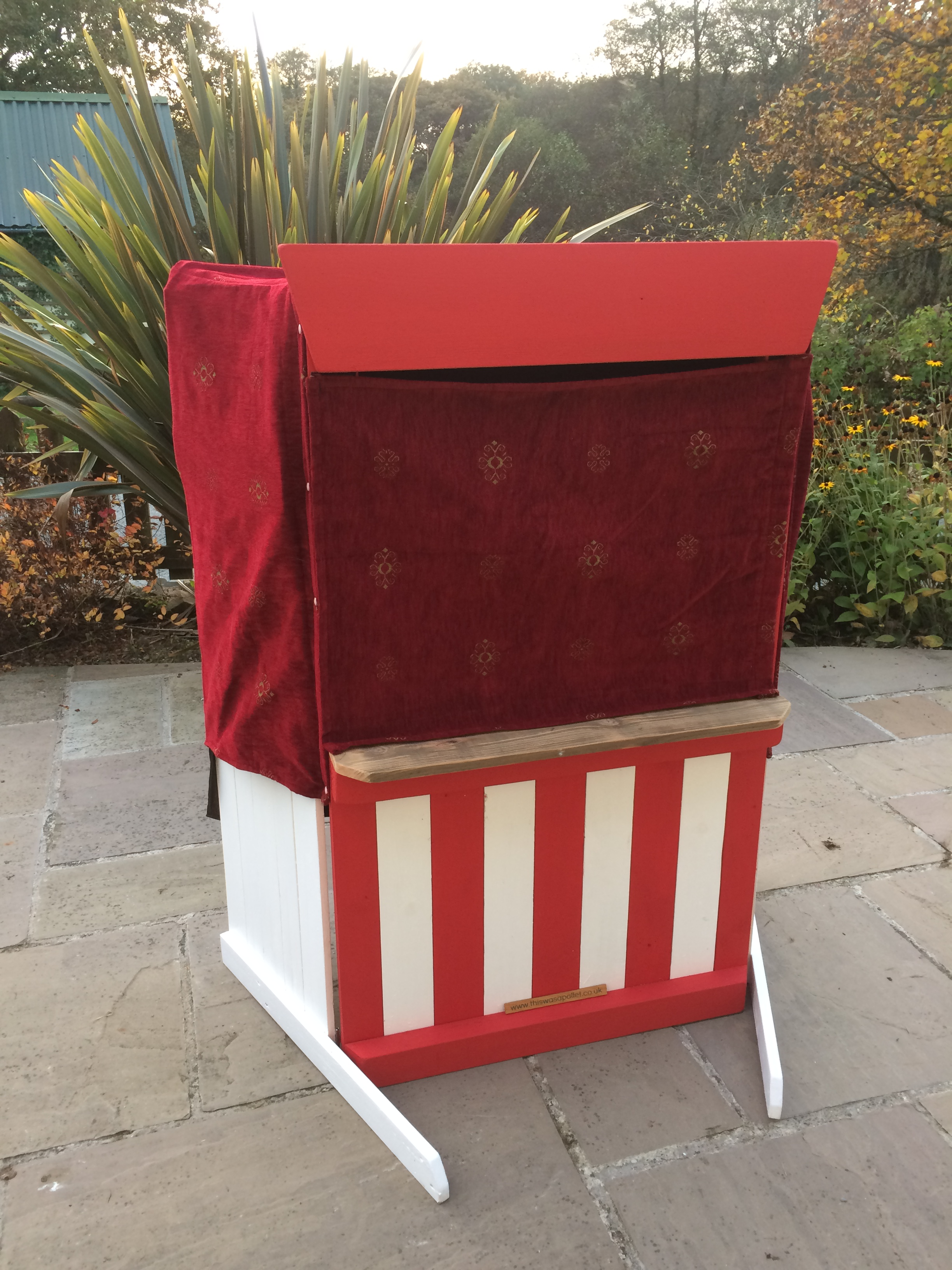 The Puppet Theatre - Children's Puppet theatre made from pallets