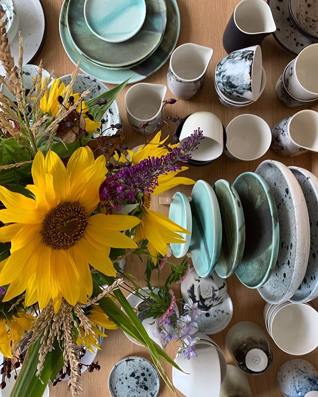 One of the last bouquets I made from my flower garden. Winter is coming, 🌻next year I have to plant some more. This is my new hobby :) #handmade #tableset #minimalism #flowers #sunflowers #cup #plates #gastronomy #studio #shop #ceramics #ceramicstudio #porcelain #cph #garden #denmark