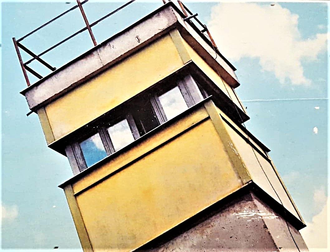 Alter Wachturm-Berliner Mauer.jpg