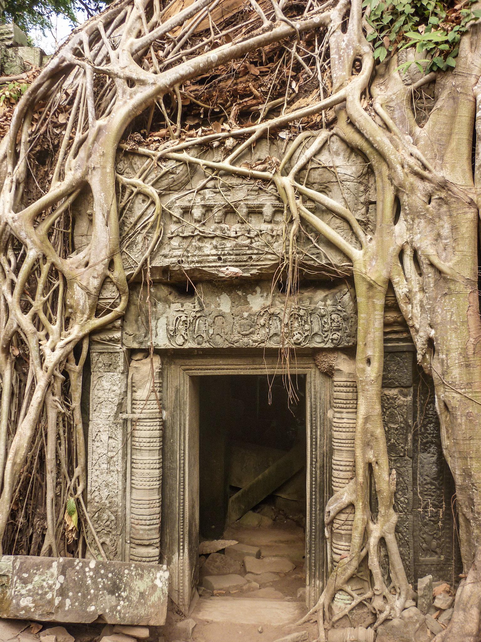 curio.trips.cambodia.angkor.wat.4.jpg