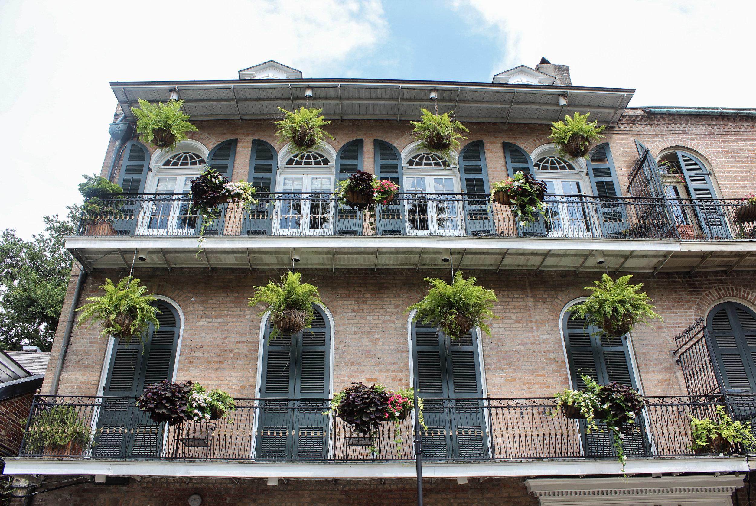 curio.trips.usa.new.orleans.balcony.jpg