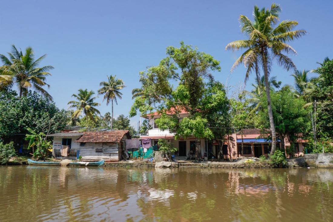 curio.trips.india.kerala.backwaters.waterfront-2.jpg