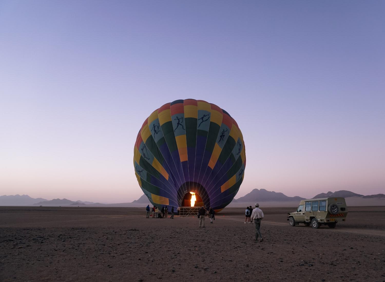 curio.trips.namibia.sossusvlei.hot.air.balloon.prep.jpg