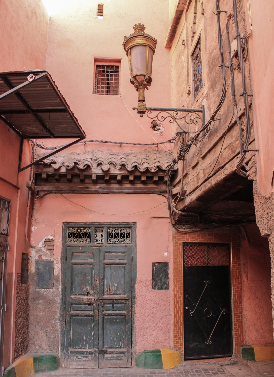 curio.trips.morocco.marrakesh.alley.jpg
