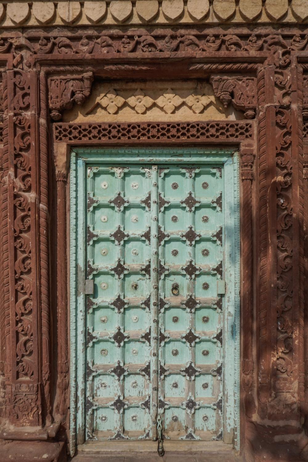 curio.trips.india.jodhpur.jaswant.thada.door.jpg