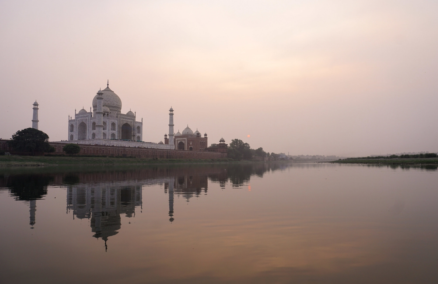 curio.trips.india.agra.taj.mahal.sunset.jpg