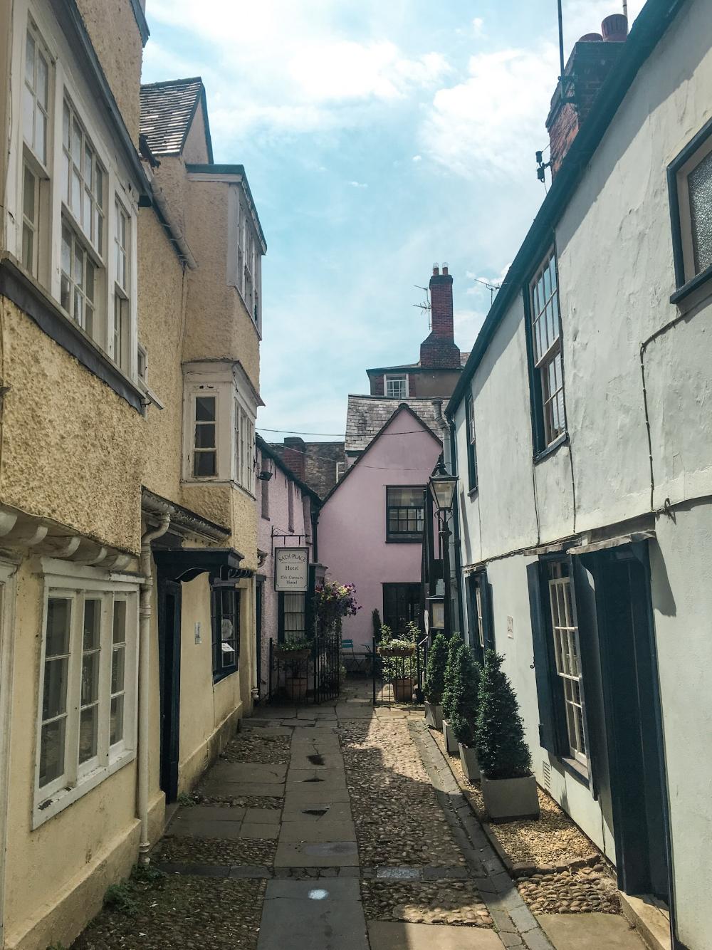 curio.trips.england.oxford.alleys.jpg