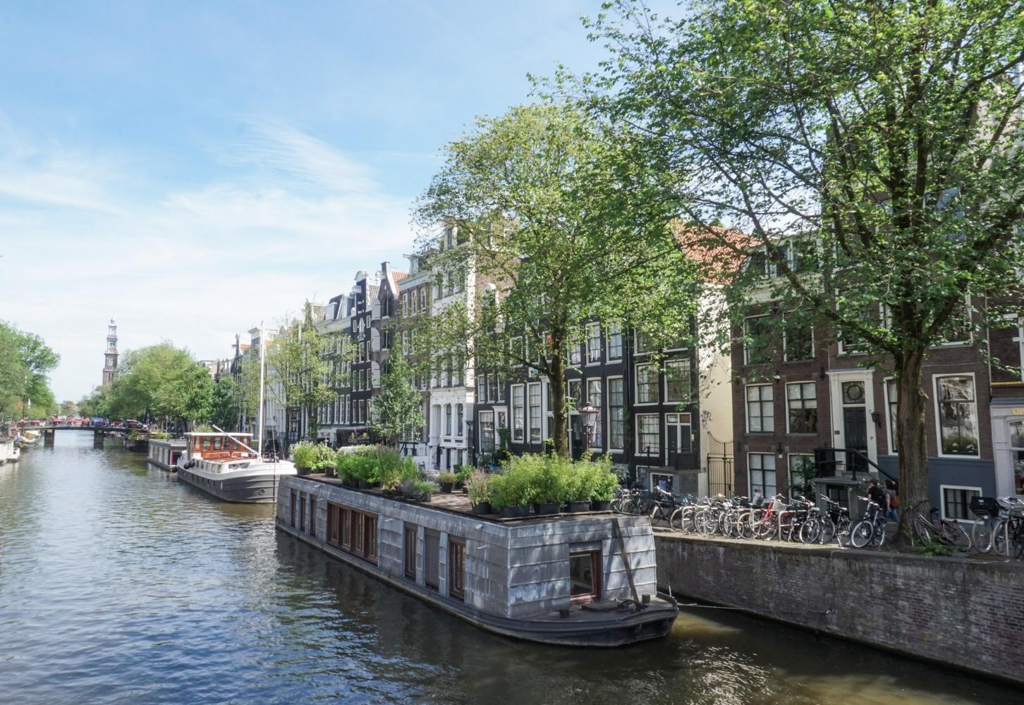 curio.trips.amsterdam.canal.landscape.jpg