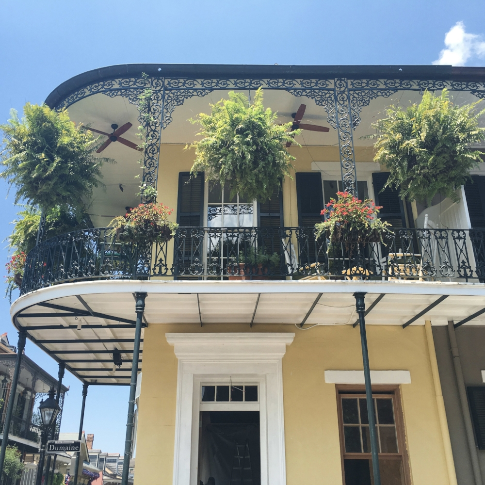 curio.trips.usa.new.orleans.yellow.house.balcony.jpg