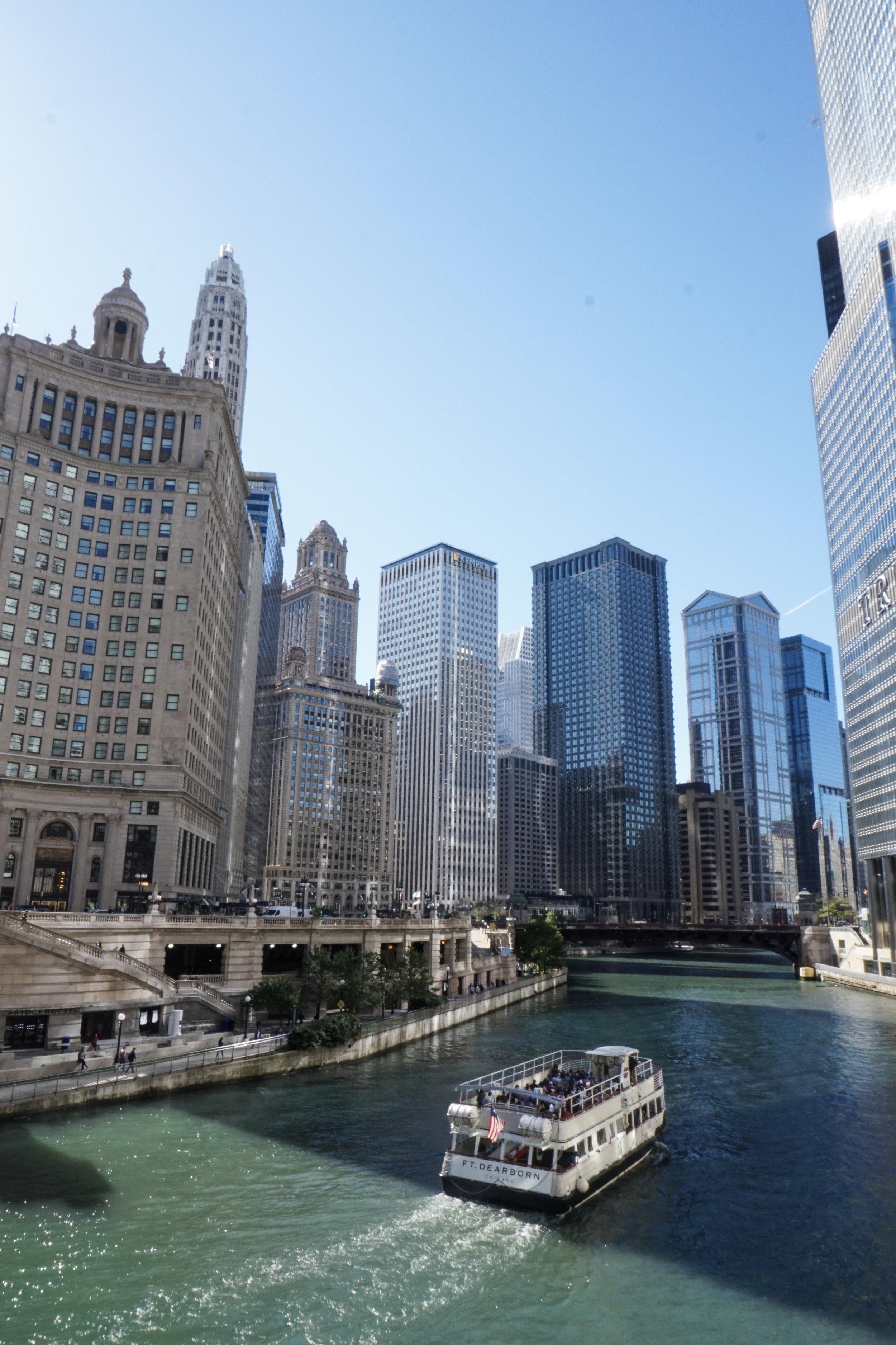 curio.trips.usa.chicago.river.walk.boat.jpg