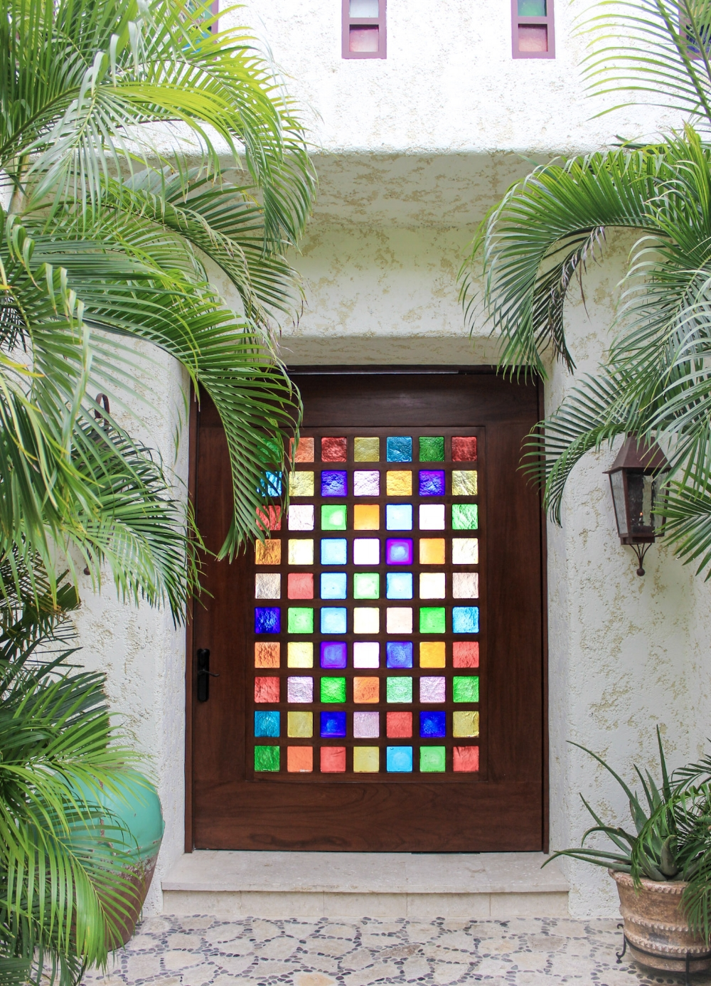 curio.trips.villa.door.jpg